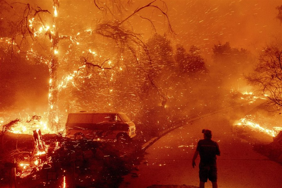 Winds Worsen Southern California Wildfires and People Evacuate